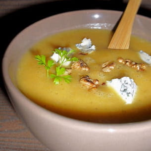 soupe de courge aux noix grillées et au bleu