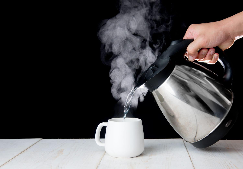 Boire de l'eau chaude: avantage, inconvénient, pourquoi?