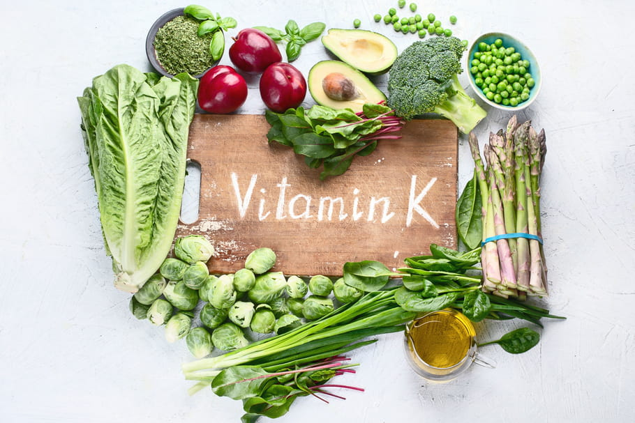 Vitamine K1 : rôle, indications, posologie, aliments