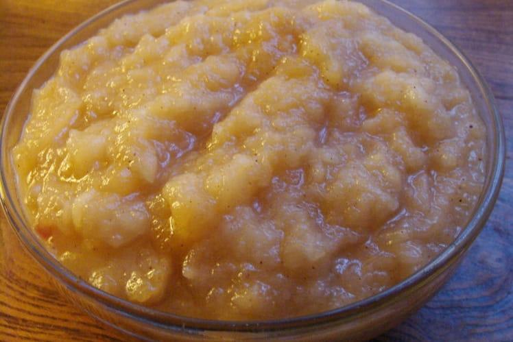 Compote de pommes à la vanille et cannelle