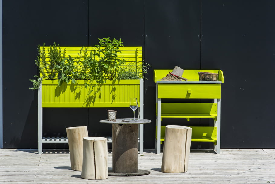 les indispensables pour un mini potager sur le balcon. Black Bedroom Furniture Sets. Home Design Ideas