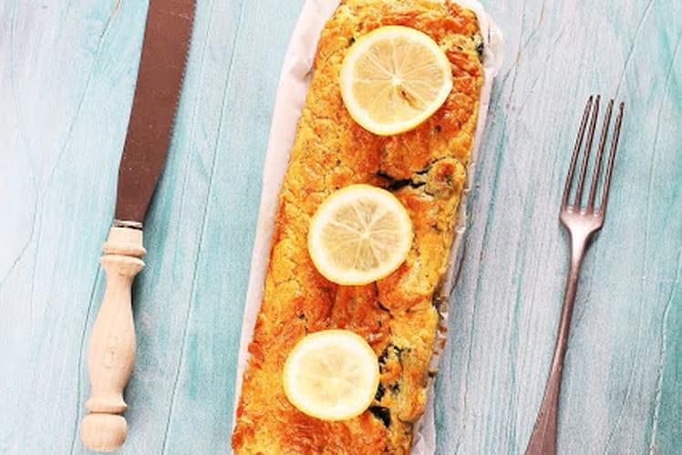 Cake au saumon, aneth, citron et épinards