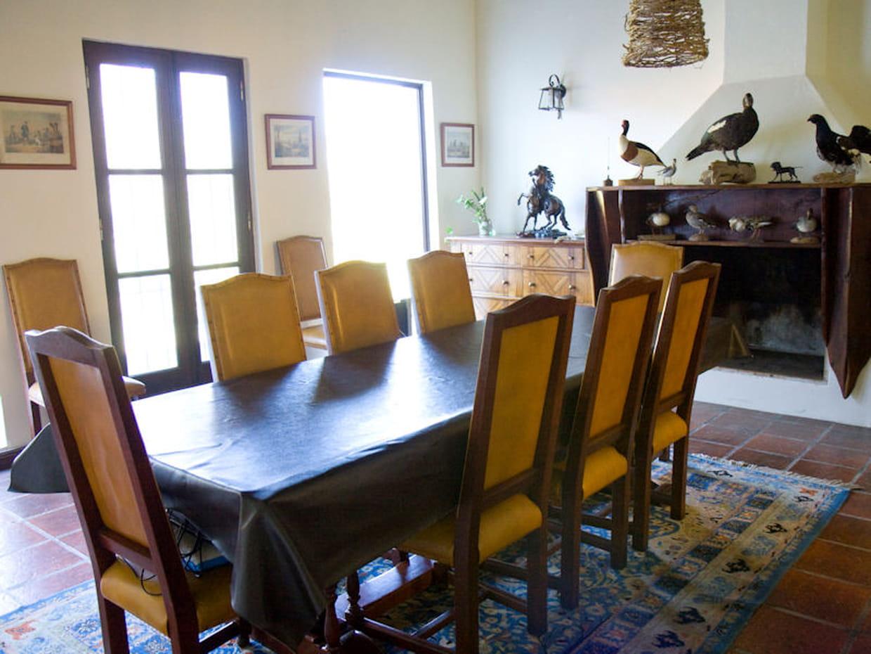 une salle manger chaleureuse. Black Bedroom Furniture Sets. Home Design Ideas