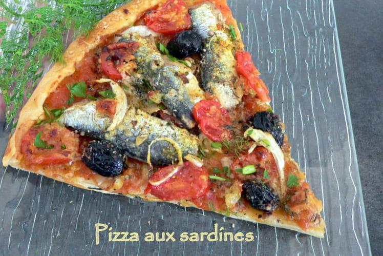 Pizza aux sardines et tomates fraiches