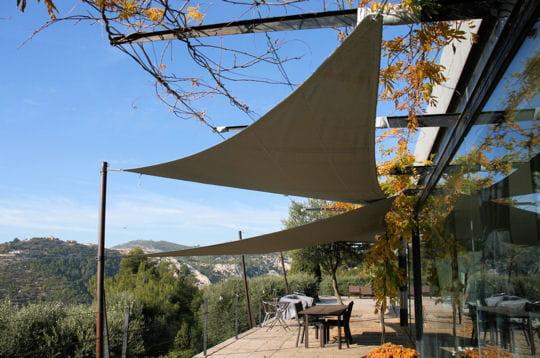 Voiles et verre en terrasse