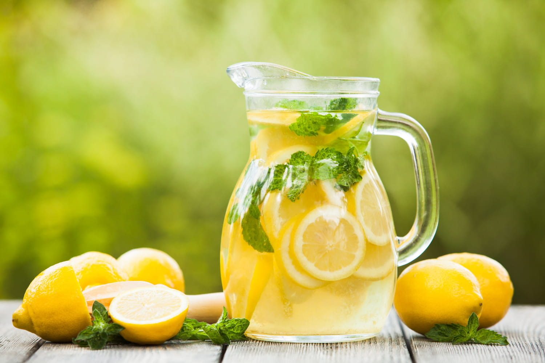 Remèdes naturels contre les maux de tête: citron, baume du tigre, lavande...
