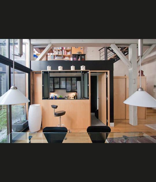Une cuisine dans un bloc intégré