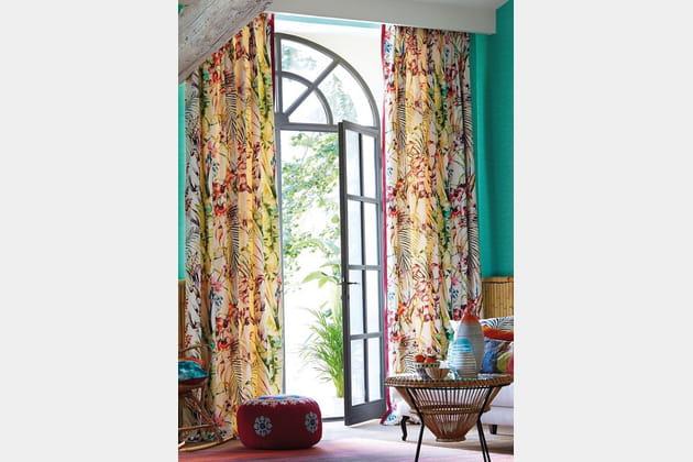 Des rideaux à imprimé jungle coloré