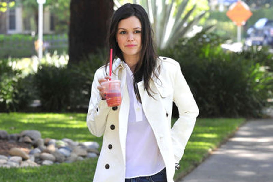 le look people du jour rachel bilson en trench immacul. Black Bedroom Furniture Sets. Home Design Ideas