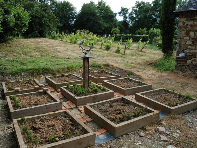 Cr ation d 39 un potager en carr pour aromatiques for Creation jardin potager