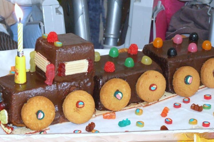 Quatre-quarts au chocolat en train d'anniversaire