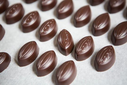 Comment faire des bonbons au chocolat fourrés à la ganache ?