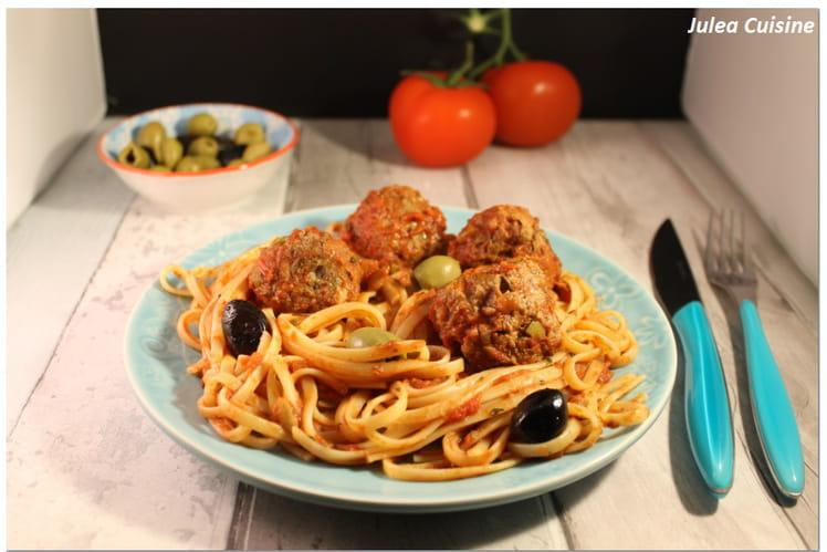 Boulettes de boeuf aux olives et pignons, spaghetti aux tomates fraîches, origan