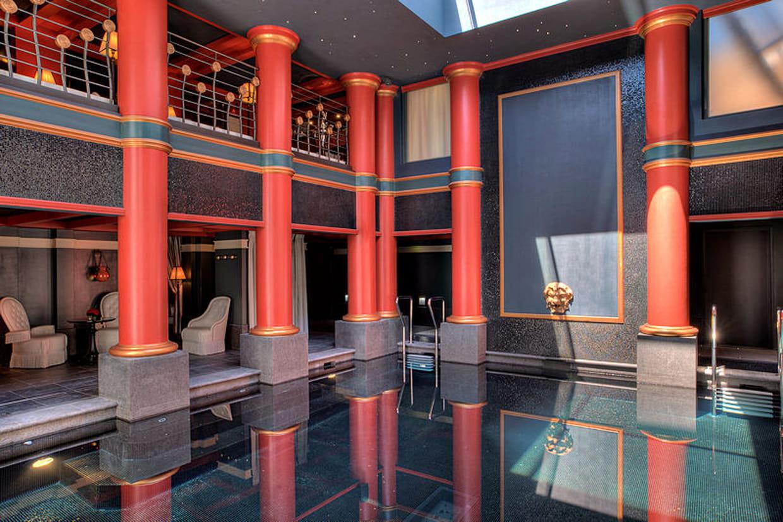 Une piscine hors du temps for Hotel de luxe bordeaux