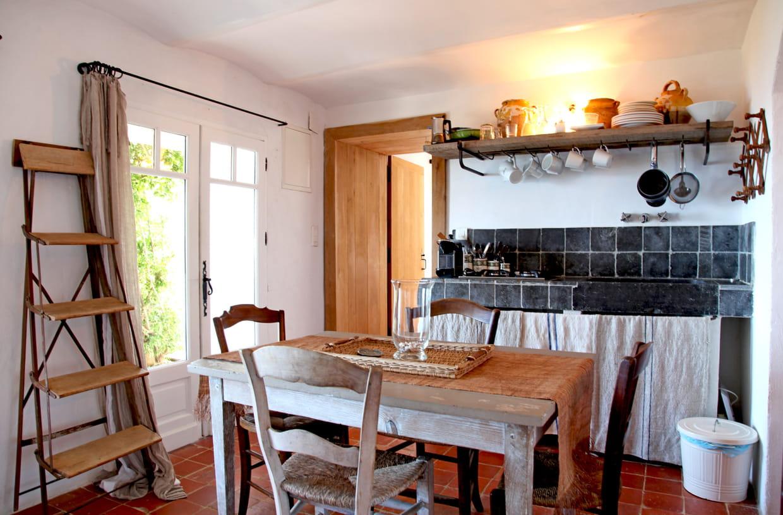 Une cuisine rustique chic en toute simplicit for Decorer une cuisine rustique