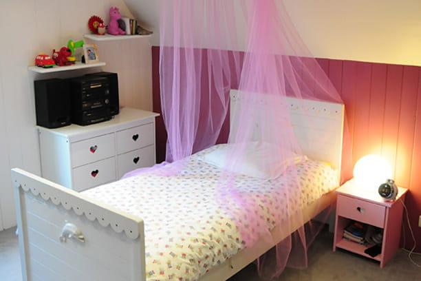 une chambre romantique pour petite fille. Black Bedroom Furniture Sets. Home Design Ideas