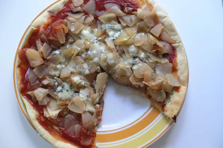 Pizza aux oignons fondants
