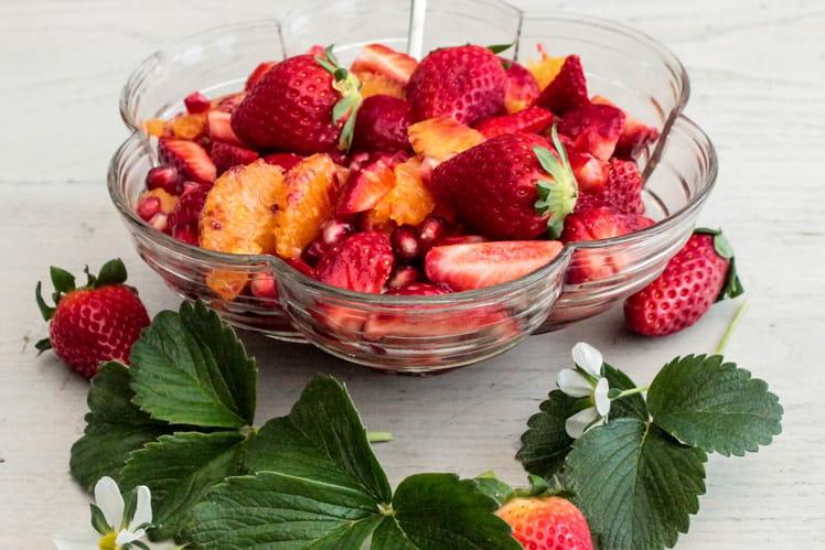 Salade de fraises, grenade et orange à l'eau de rose