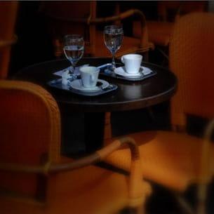 une terrasse de café à paris
