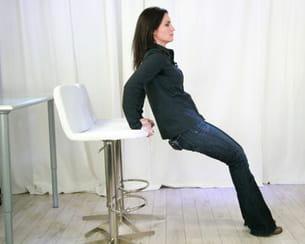 prenez appui sur les rebords des chaises