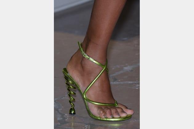 Les sandales à talon en vrille du défilé Kenzo