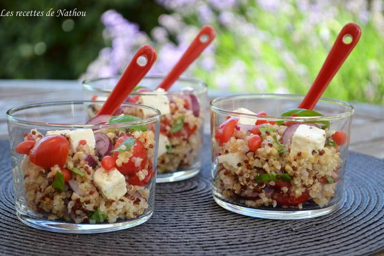 Verrines de salade de quinoa et boulgour aux baies de goji, feta, oignon rouge et citron