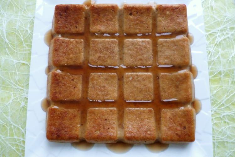 Gâteau protéiné coco-chocolat blanc-blé soufflé nappé érable