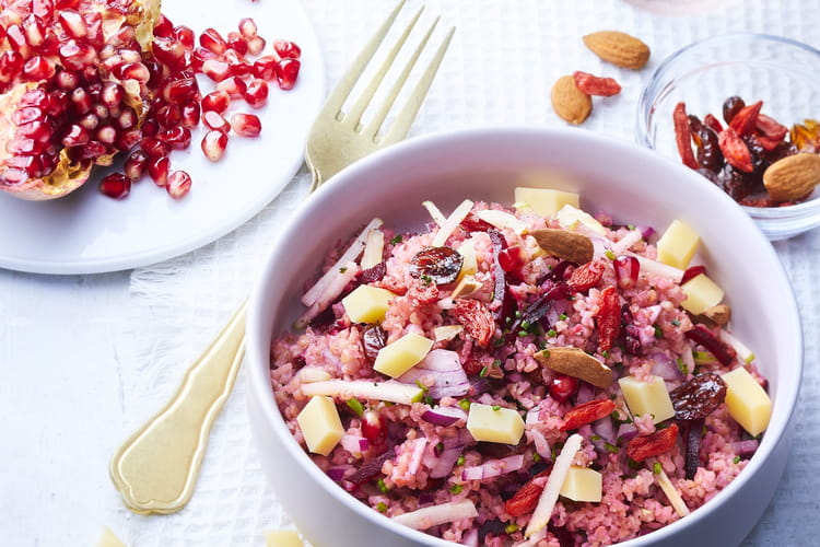 Taboulé rouge betterave, baies de goji, pommes vertes et dés d'Emmentaler