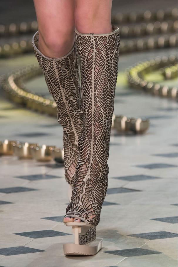 Les bottes à plateforme du défilé Iris Van Herpen