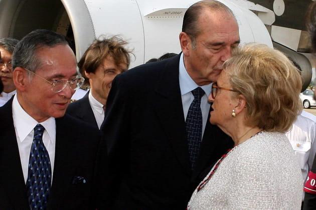 Jacques Chirac embrasse le front de sa femme