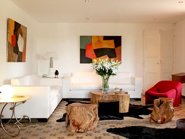 Agrandir la pièce avec un canapé blanc