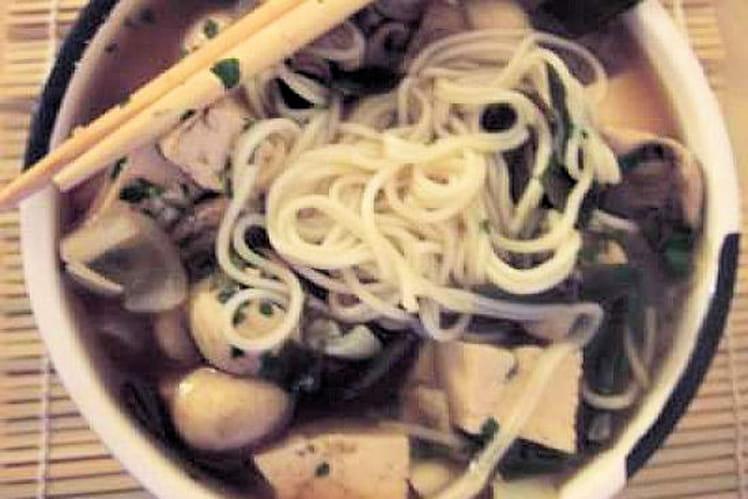 Soupe japonaise aux champignons