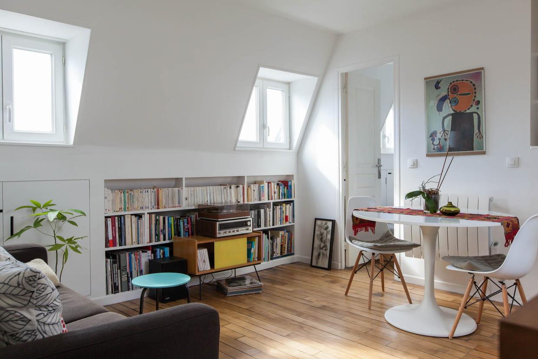 petit espace un chouette nid sous les combles. Black Bedroom Furniture Sets. Home Design Ideas