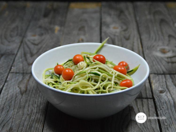 Recette de spaghetti de courgette la mozzarella la recette facile - Cuisiner courgette spaghetti ...