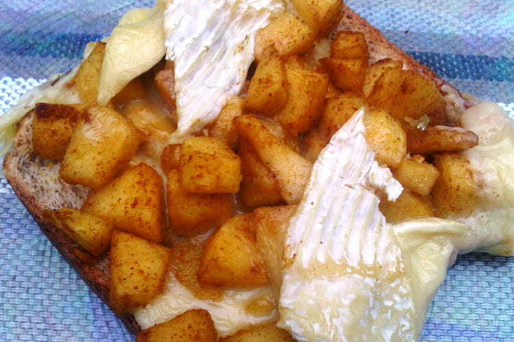 Tartines pommes-camembert
