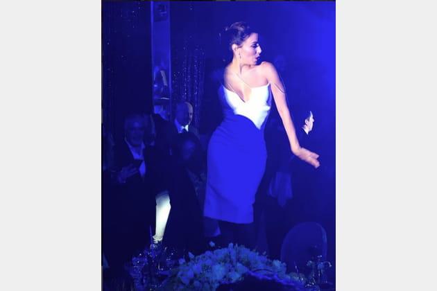 Eva Longoria fait la danse de la mariée