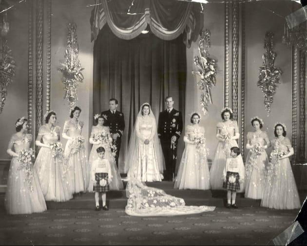 La princesse Elizabeth avec ses dames d'honneur et le duc d'Edimbourg