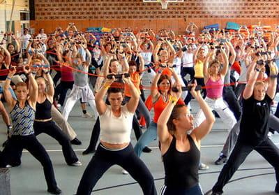 il permet de faire travailler les muscles mais aussi la coordination, la