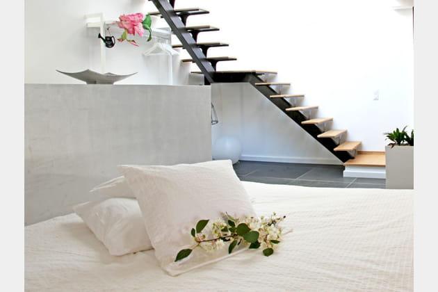 Un muret en guise de tête de lit