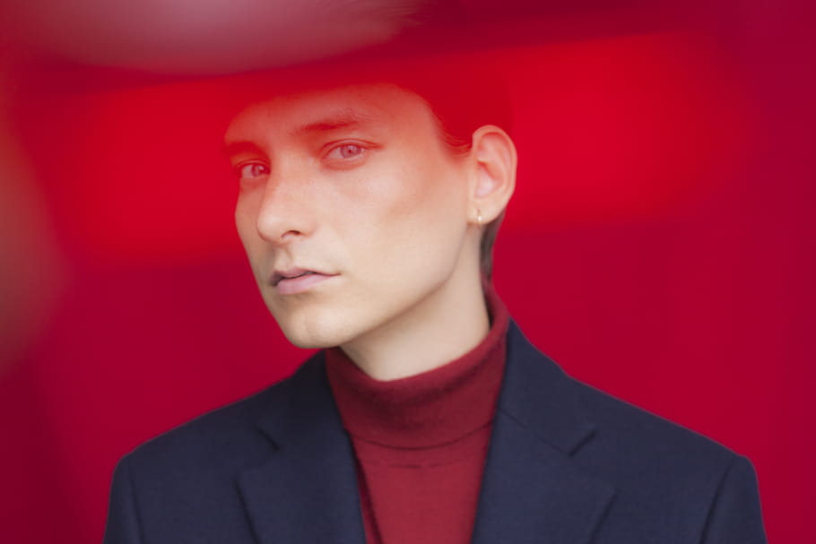 "Thomas Azier dévoile le clip de ""Talk to me"""