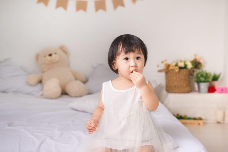 L'OMS alerte sur les dangers du sucre dans l'alimentation de bébé