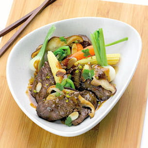 wok d'onglet de veau, pleurotes, mini légumes, coriandre fraîche