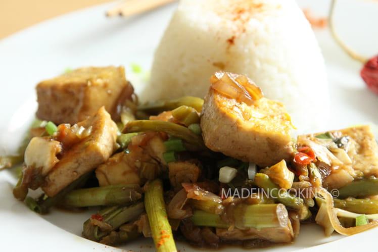 Tofu frits, asperges vertes à la sauce soja