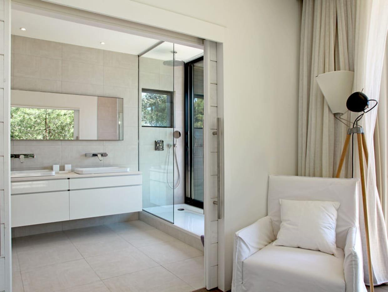 Puret dans la salle de bains for Comfemme nue dans la salle de bain