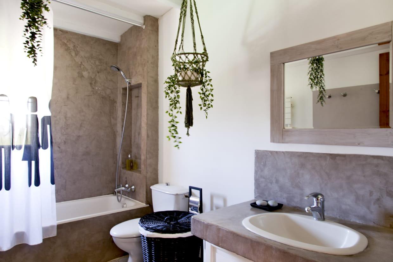 des wc b ton cir. Black Bedroom Furniture Sets. Home Design Ideas