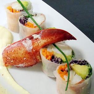 rouleau de homard aux légumes croquants, crème acidulée à la passion