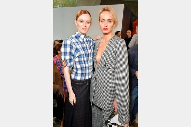Karen Elson et Amber Valetta au défilé Loewe