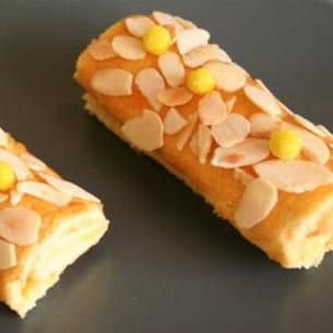 mini roulé à la fêve tonka et crème d'abricots