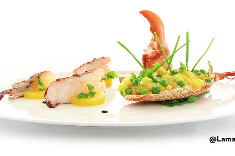 Demi-homard breton, macédoine acidulé au curry