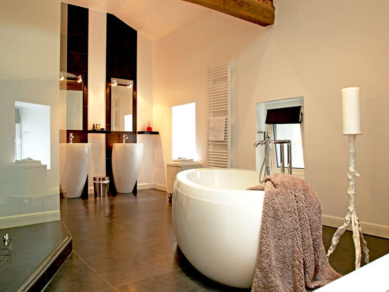 salle de bains chic et moderne. Black Bedroom Furniture Sets. Home Design Ideas